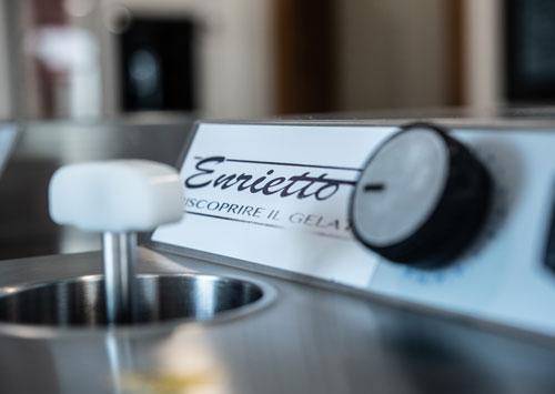 mantecatore-per-produrre-il-latte-a-gelato-enrietto-con-soli-tre-ingredienti